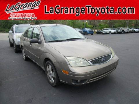 Pre-Owned 2005 Ford Focus 4dr Sdn ZX4 SES