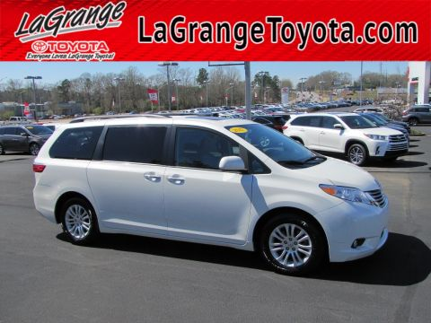 Pre-Owned 2017 Toyota Sienna XLE Auto Access Seat FWD 7-Passenger